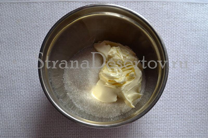 смешивание масла с сахаром