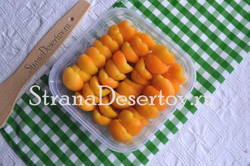 складывание абрикос для заморозки