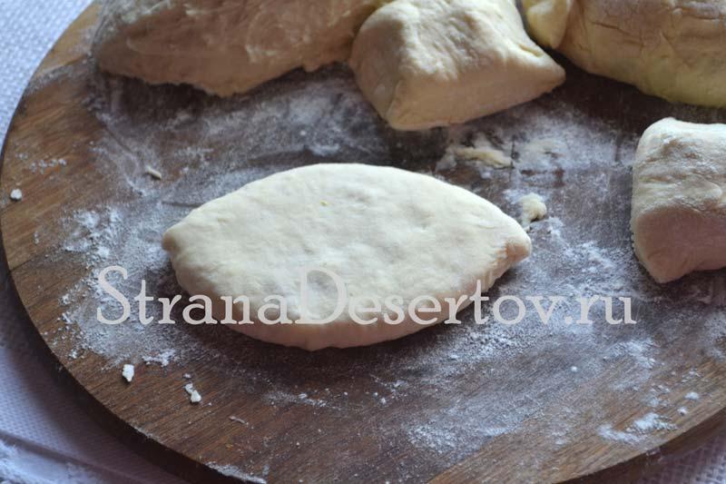 придание формы пирожкам