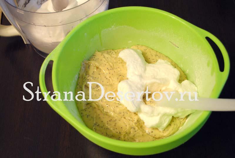 вмешивание белков в тесто