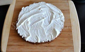 смазывание основы торта