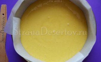 выливание тесто в форму