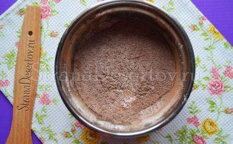 смесь муки и какао