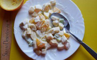 измельченные фрукты с йогуртом