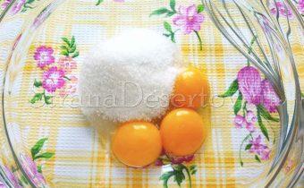 желтки и сахар