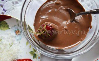 клубника в жидком шоколаде