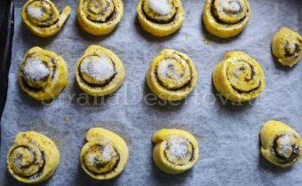 смазывание булочек желтком