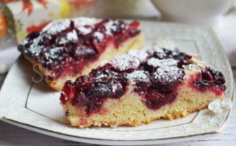 простой пирог с вишней